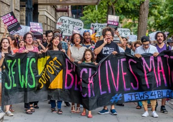 """picture of people holding a banner saying """"Jews Support Black Lives Matter"""""""